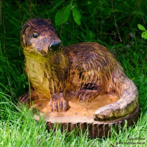 Otter chainsaw carving