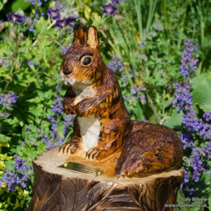 Red squirrel carving